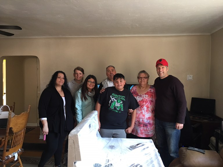 Mayor Keller delivers a stove to a family in need.