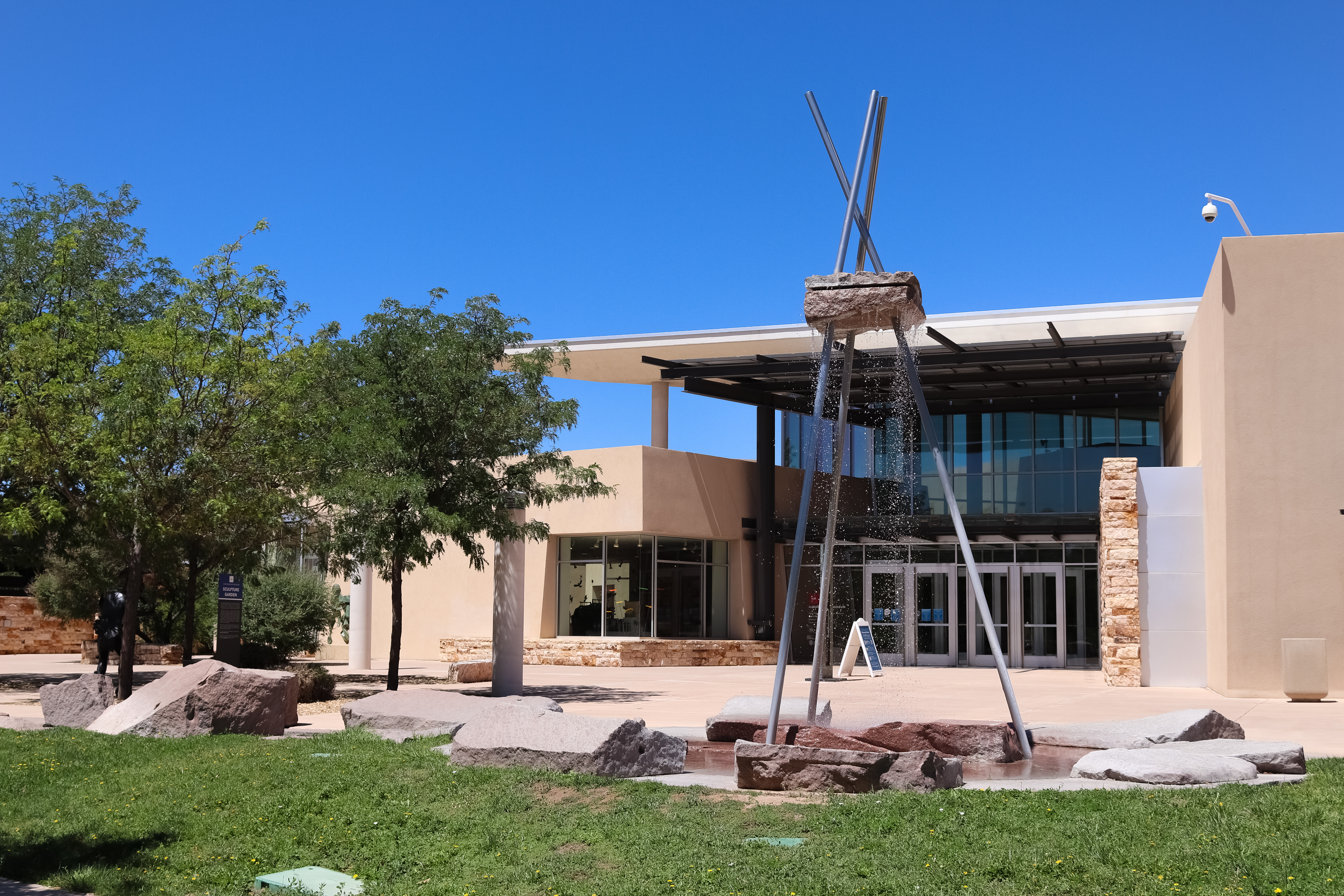 Image of the front entrance of the Albuquerque Museum.