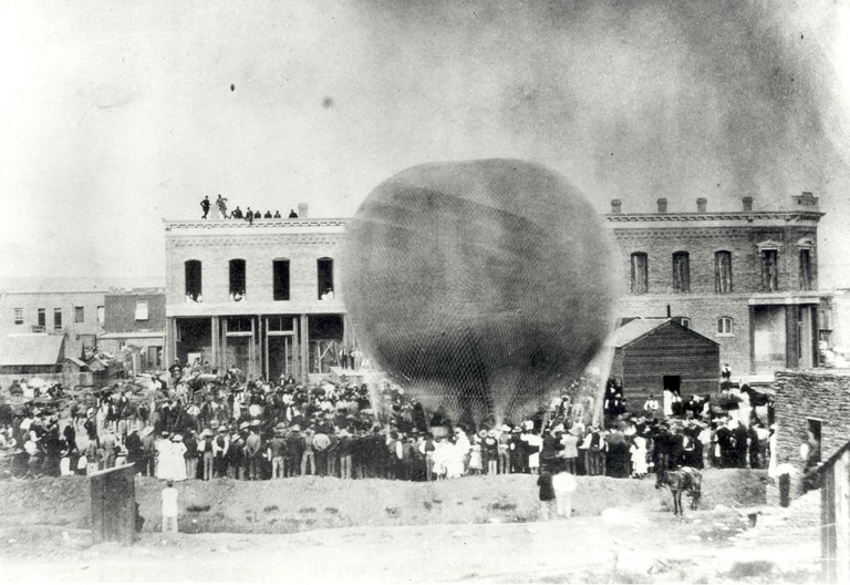 A black and white photo of a crowd gathered near a gas balloon in Albuquerque in 1882