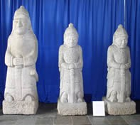 Statues-web.jpg