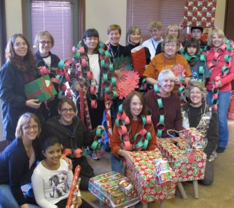 Volunteers_holiday_enrichment