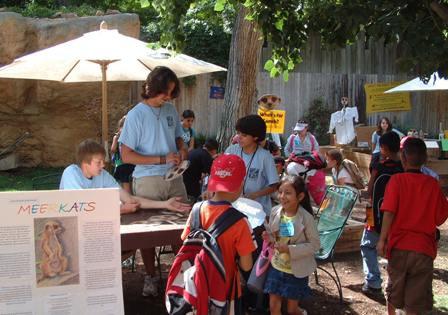 VolunteersZooNGs.JPG