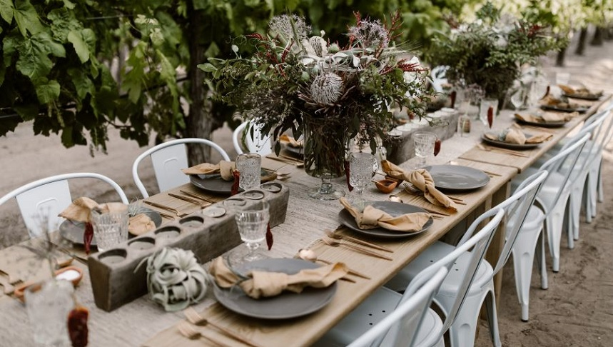 A bride and groom under an arch at the Botanic Garden