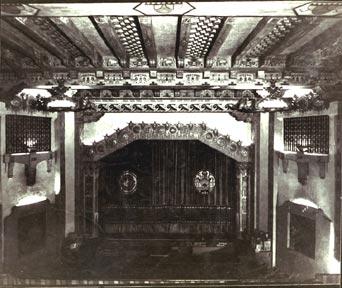 prosceniumcurtainpre1960.jpg