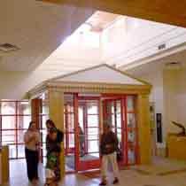 Los Griegos Foyer