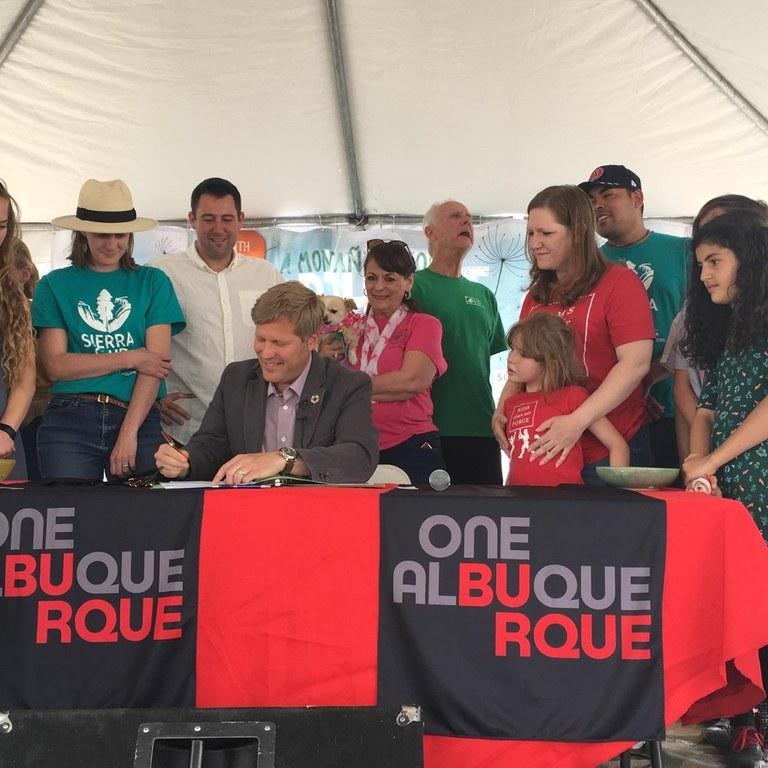 Image: Mayor Signs Plastic Ban