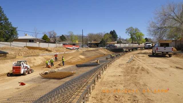 005-03-29-11-lining work west of san pedro bridge-lw.jpg