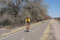 caption:Paseo Del Bosque Trail Cyclist