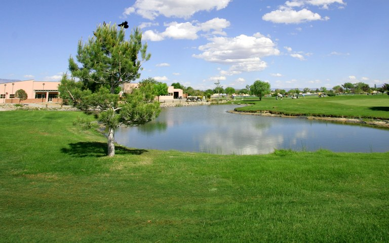 Image of the pond at Ladera Golf Course.