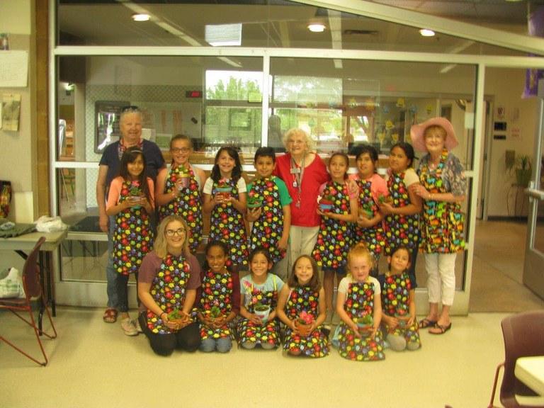 Manzabo Mesa Kids with seniors doing art