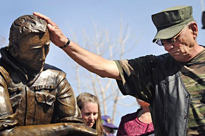 vietnam_veteran_memorial_ABQ_Journal_Morgan_Petroski_Photo_opt.jpg